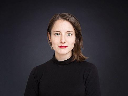 Frau Janina Mütze im Profil