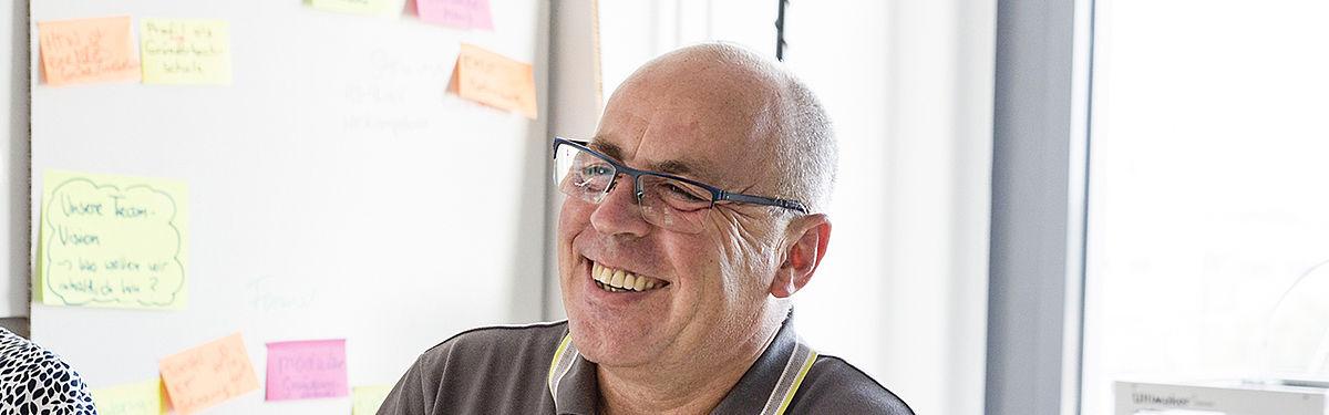 Herr Matthias Zietz lachend